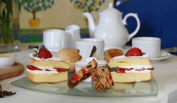 1-tea_table_serve