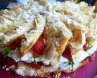 Пирог с клубникой и безе