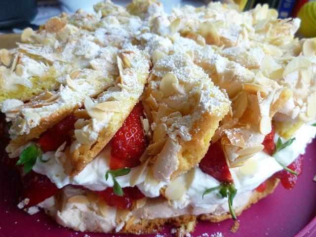 пирог с клубникой и безе рецепт