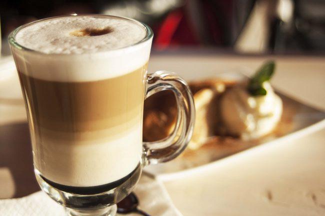 Итальянский молочно-кофейный коктейль латте