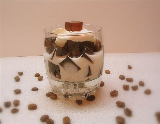 Кубики кофейного желе с кардамоном в сливках - рецепт