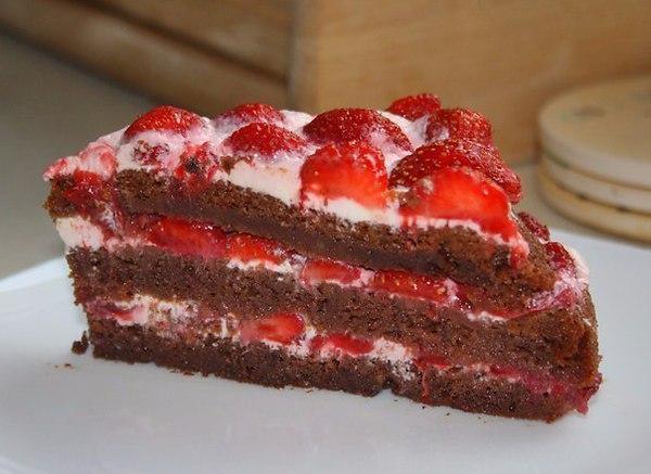 шоколадный торт с клубникой: рецепт, как быстро испечь к чаю