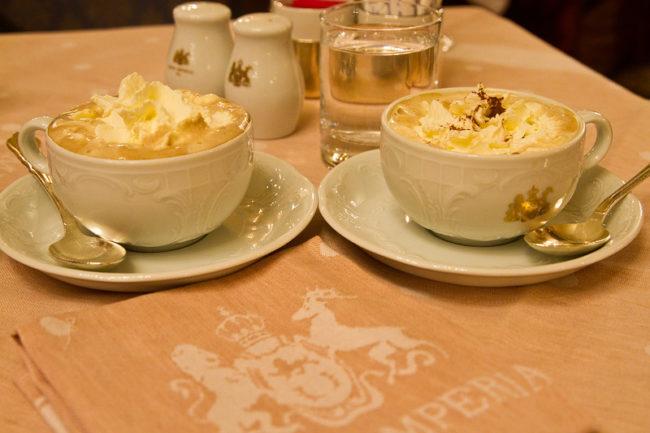 рецепт кофе с яйцом и сахарной пудрой