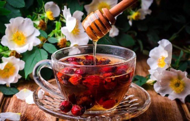 чай с шиповником и пряностями