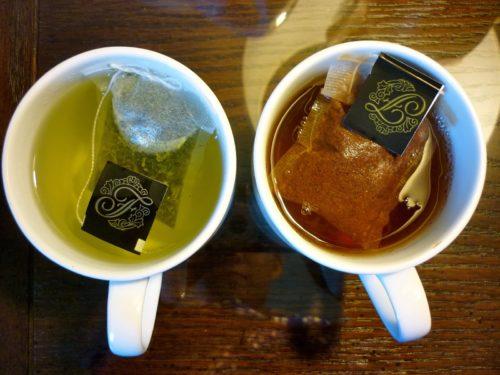 Какой чай больше бодрит - чёрный или зелёный, в каком больше кофеина
