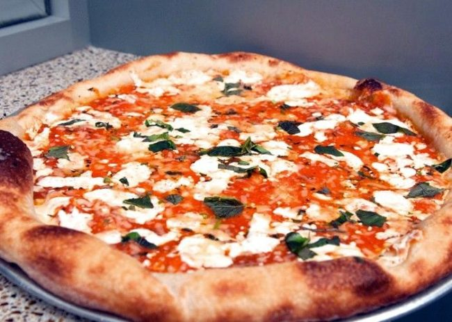 быстрая пицца из слоёного теста в микроволновке