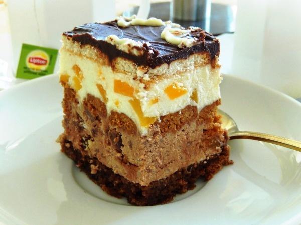торт Амбассадор с персиками