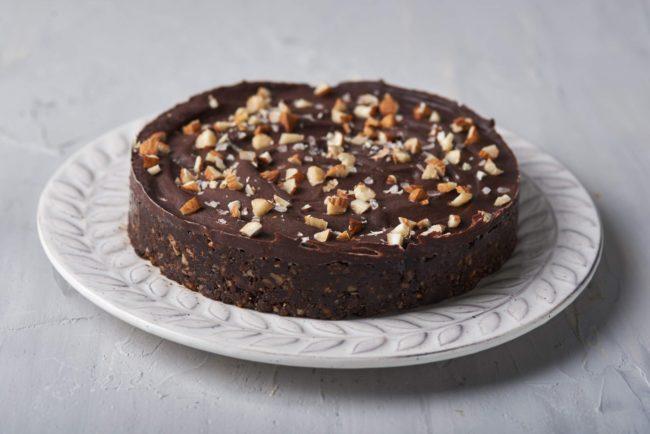 торт без выпечки из фиников и орехов