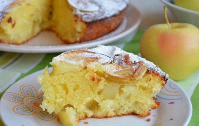 Манник на кефире с яблоками в духовке