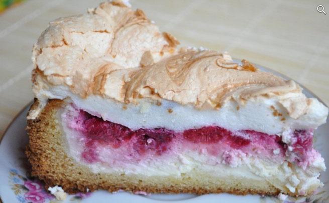 пирог с клубникой и бизе