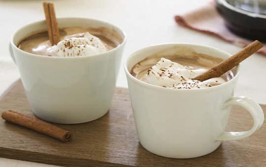 латте с корицей из растворимого кофе
