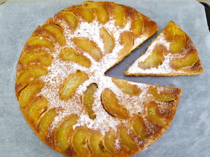 Пирог с яблоками в духовке - простой рецепт выпечки на молоке