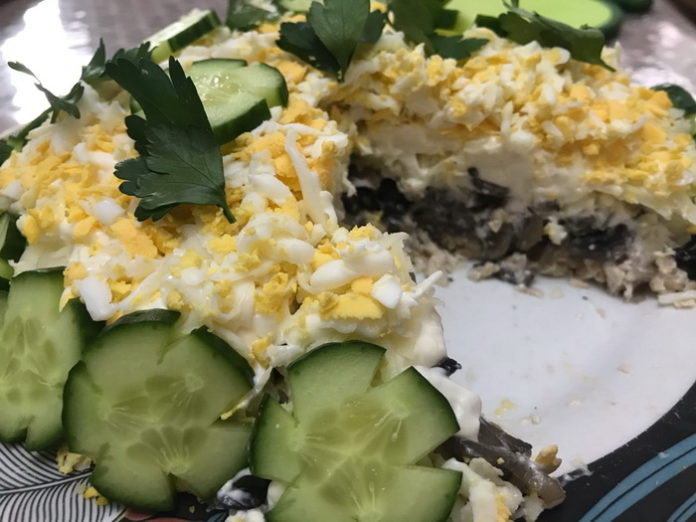 Новогодний салат Грибы под шубой - рецепт